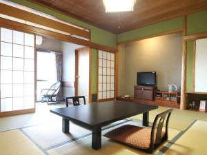 りばてぃ・リゾ・音AMAGISO[旧:天城荘]:*和室10畳一例 窓からは四季の風景が望めます。