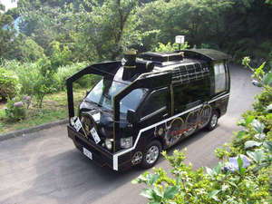 今日も元気に奥萩街道を駆け上がるSL型シャトルバス!!