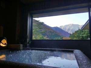 水素風呂と美食と・・・。谷川温泉やど莞山KANZAN:秋の谷川岳「マナイタ倉」貸切露天より