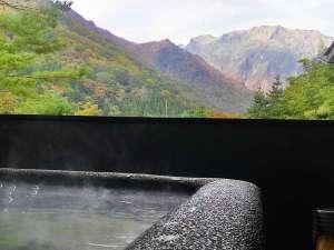 水素風呂と美食と・・・。谷川温泉やど莞山KANZAN:高濃度水素風呂より秋の眺め