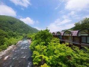 奥入瀬渓流の畔に佇む唯一のリゾートホテル
