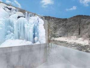 星野リゾート 奥入瀬渓流ホテル:【冬】世界初!温泉に浸かりながら氷瀑を眺められる露天風呂「氷瀑の湯」がOPEN