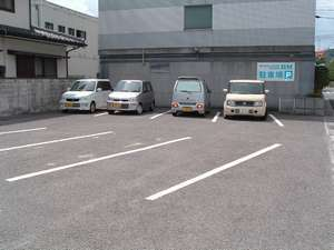 ホテル ビー・エム:【駐車場】約15台とめれます、先着順で、無料になります。