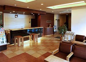 ホテルルートイン鶴岡インター:【ロビー】セルフカフェコーナーやインターネット閲覧コーナーがございます。