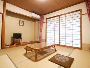 湧泉閣:[本館和室]スタンダードな和室8畳のお部屋。ファミリーにもぴったりです☆