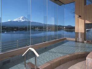 湖山亭うぶや:[大浴場]温泉に浸かりながら楽しむ富士山