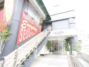 アパホテル<水戸駅北> 2019年1月リニューアルオープン!:正面玄関