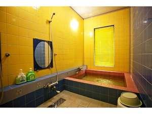 美馬牛リバティユースホステル:カップルはもちろん、小さなお子様連れのご家族なら3~4人でご利用できる貸切風呂A