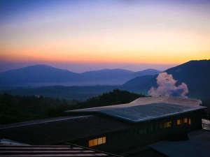 ■朝焼けの外観■美しく、一日の始まりを告げる九重の大自然。一見の価値、アリです。