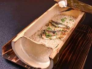 割烹旅館 白為旅館:*お夕食一例(ご飯)/青竹に天然物の鮎をご飯にのせて直焚きに。ふっくら香ばしい薫りが食欲をそそります。