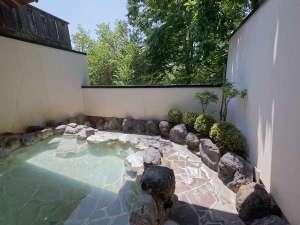 仙石原 露天付客室充実の宿 品の木一の湯:大涌谷源泉のにごり湯!露天風呂は最高です。