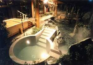 庭園露天風呂内立ち湯