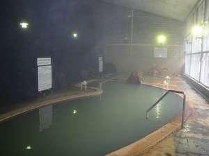 天人閣:そのままの自然の岩を使った大浴場です。