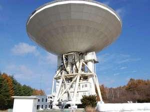 野辺山国立天文台の巨大なアンテナ。近くで見る事が出来ます。