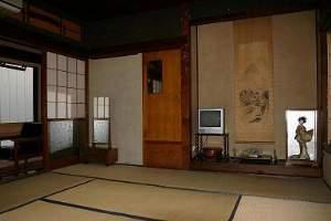 最上屋旅館:旧館8畳間:文化財に引けをとらない良い材木を使ったお部屋です。広縁・応接セット付き。