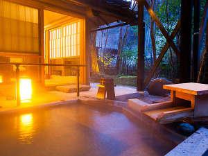 黒川温泉 黒川荘:母屋12.5畳 露天風呂付客室 角部屋の切石露天風呂をお楽しみください。