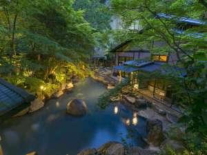 黒川温泉 黒川荘:新緑のびょうぶ岩露天風呂(夜景)