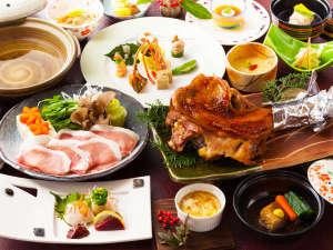 小杉庵:好評の食べ尽くし懐石ぱりっとした食感のゆめ華鶏と阿蘇の黒豚をどちらも贅沢に食べ尽くし!(お料理例)