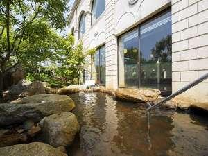 ホテルオークラJRハウステンボス:青空の下温泉に浸かれば、旅の疲れも癒される