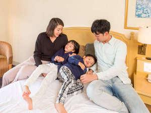 ホテルオークラJRハウステンボス:パパ・ママと一緒にお部屋でのんびり♪※お部屋はスーペリア・パークビューツイン(一例)