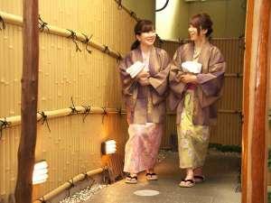 こんぴら温泉郷 つるや旅館:色浴衣で館内をゆるり