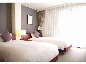 ホテル山城屋:ツインルーム ベッドは110cm幅サータ社製ピロートップ付きポケットコイルマットレス使用