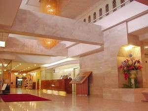 駒ケ岳グランドホテル:季節の花とスタッフがお客様をお出迎え致します。