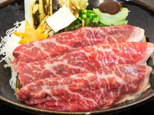 駒ケ岳グランドホテル:鍋の定番・すき焼きには黒毛和牛・秋田錦牛を使用。