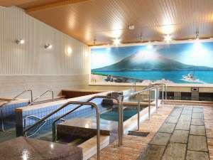 御老公の湯 境店:広々とした内湯。12種類の湯を楽しめる。