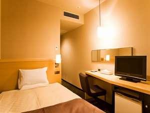 ホテルメトロポリタン盛岡 :【スタンダードシングル・13平米】シンプルで機能的な客室には120㎝幅セミダブルサイズベッドをご用意