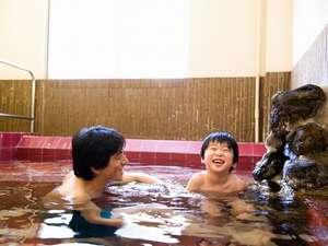 板室温泉 あったか~いやど 勝風館(しょうふうかん):お子様も入りやすい「ぬる湯」。源泉温度が高くないアルカリ単純泉をかけ流し。10人は入れる広さ