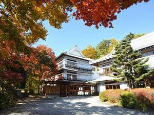 草津ホテル:秋の外観(2012年10月)大正浪漫を感じさせる草津の老舗宿。