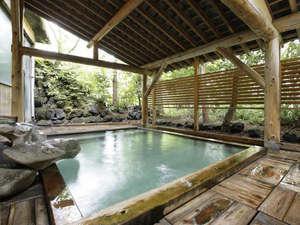 草津ホテル:【露天風呂】草津温泉でも6軒しかない貴重な西の河原源泉100%かけ流し。