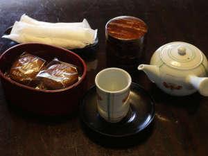 お茶セットと松むら饅頭