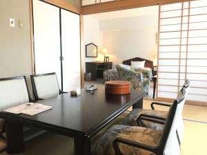 【和洋室】ベッドと畳でリラックス度も倍増、ちょっと贅沢気分の和室+ツインルームです♪