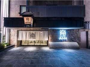 ホテル庵浅草:のれんをくぐると素敵な空間でお待ちしております。