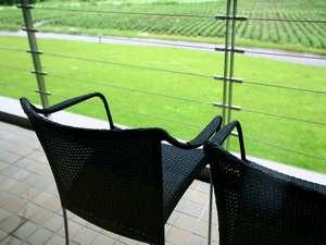 お部屋のベランダからは緑の森やガーデンを眺められます。