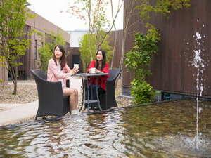 大分温泉 Business Resort Sourin -宗麟-:館内庭園にておくつろぎ