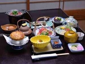 四万温泉 大正元年創業 暖か味の宿 三木屋旅館:*お夕食一例/季節の旬と地元の食材を活かした会席料理をお愉しみ下さい。