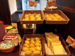 シティホテルロンスター:毎朝6:30から9:30まで1階ロビーにてパンとお飲物をご提供しております。