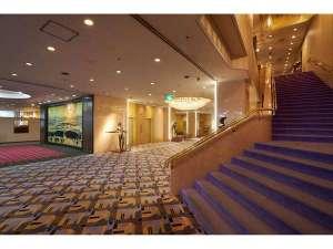 山形グランドホテル:芸術の香り漂うロビー