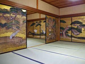 西門院:*美しい大広間の襖絵