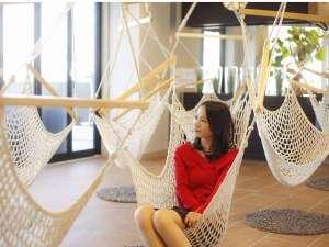 """リゾートヒルズ豊浜 蒼空の風 ~SORA no  KAZE~:【癒し空間AZUL】当宿のロビーは""""笑顔の思い出作り""""をコンセプトにリニューアルいたしました♪"""
