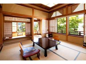 お庭に面した木造和室一例