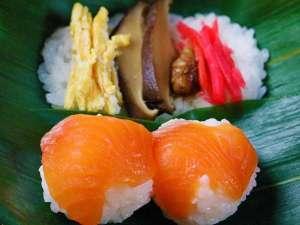信州黄金軍鶏お料理(例)郷土料理 笹寿司と信州サーモン手まり寿司