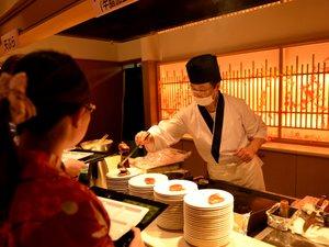 越後湯沢温泉 湯沢グランドホテル:【和洋中バイキング(夕食)】ライブキッチン☆出来立てをどうぞ♪