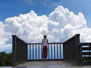 越後湯沢温泉 湯沢グランドホテル:【アルプの里】展望台に立つとまるで空に浮かんでいるような・・・