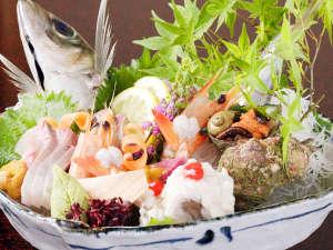 出雲の秘湯 海潮温泉 海潮荘 ~日本秘湯の宿会員:☆☆山陰に来たのならお造りを。日本海からとれたて新鮮な魚介類が届きます
