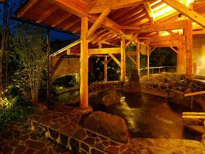 飯坂ホテル聚楽(じゅらく):泉質異なる3本の源泉が楽しめる露天風呂群