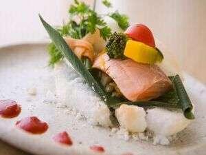 ホテリ・アアルト:夕食のお魚料理。(季節によって変わります。その時折のお味をお楽しみ下さい。)